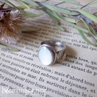 ふんわりと光る / Vintage Sterling Silver & Mother of Pearl Ring