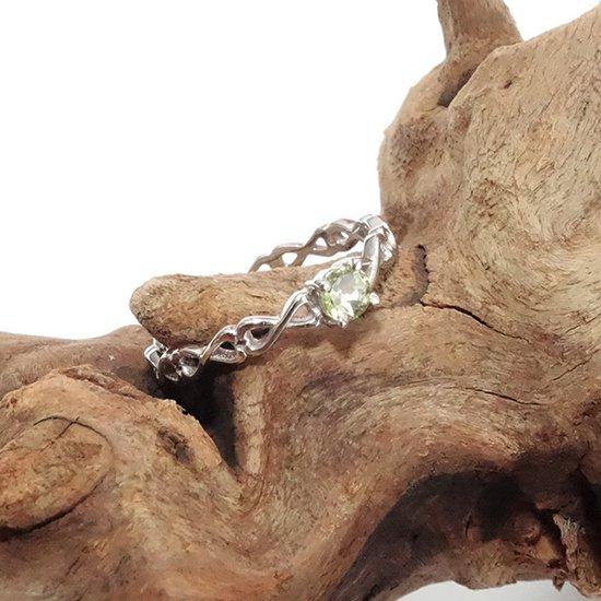 ペリドットのシルバーリングの写真1 cute stone