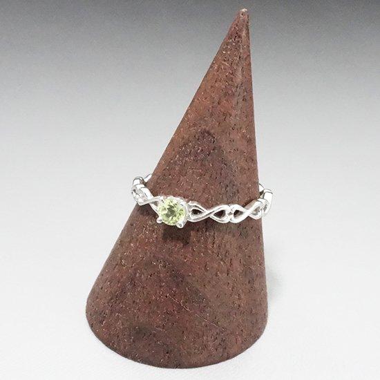 ペリドットのシルバーリングの写真2 cute stone