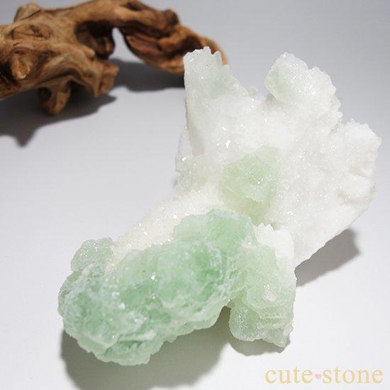 グリーンフローライト(蛍石)のクラスター(原石)の写真0 cute stone