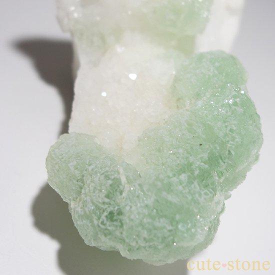 グリーンフローライト(蛍石)のクラスター(原石)の写真1 cute stone