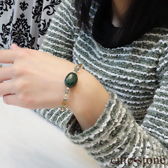 【緑色の銀河】モーシッシ シトリン アンバー レッドスキャポライト グリーンアパタイトのブレスレットの写真4 cute stone