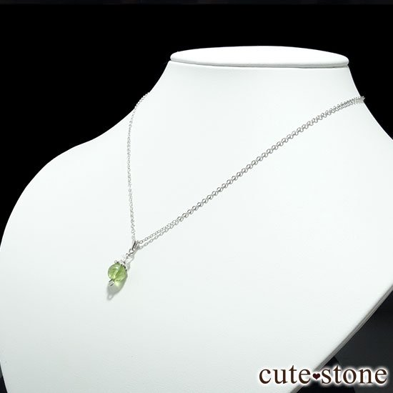 【Birthday Necklace 8月】 ペリドットと水晶で作った誕生石ネックレスの写真1 cute stone