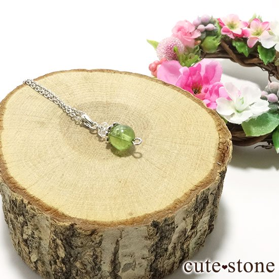 【Birthday Necklace 8月】 ペリドットと水晶で作った誕生石ネックレスの写真2 cute stone
