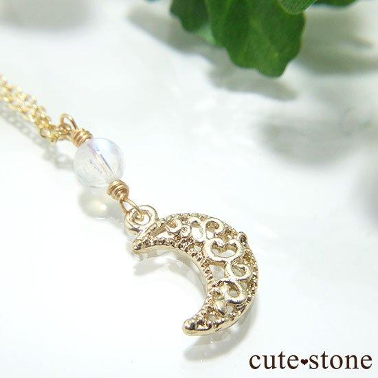 【Luna Magic】 レインボームーンストーンの三日月ネックレスの写真1 cute stone