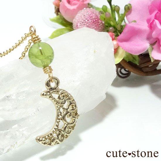 【Luna Magic】 ペリドットと三日月のネックレスの写真1 cute stone