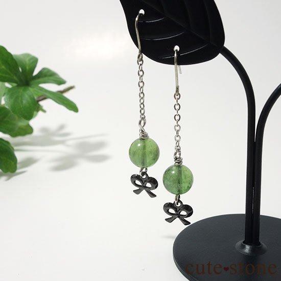 【新緑の玉】グリーンアパタイトのピアス(イヤリング)の写真0 cute stone