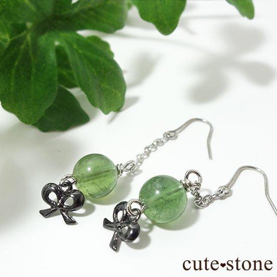【新緑の玉】グリーンアパタイトのピアス(イヤリング)の写真1 cute stone