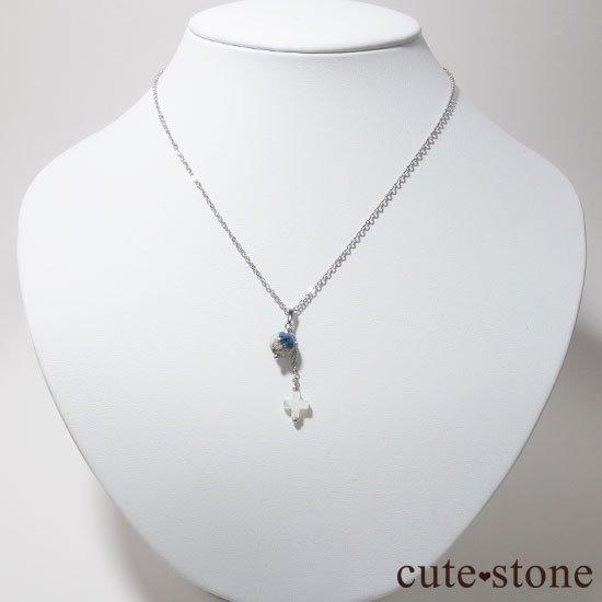 K2アズライトとマザーオブパールを使ったクロスモチーフのペンダントトップの写真0 cute stone