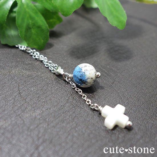 K2アズライトとマザーオブパールを使ったクロスモチーフのペンダントトップの写真1 cute stone