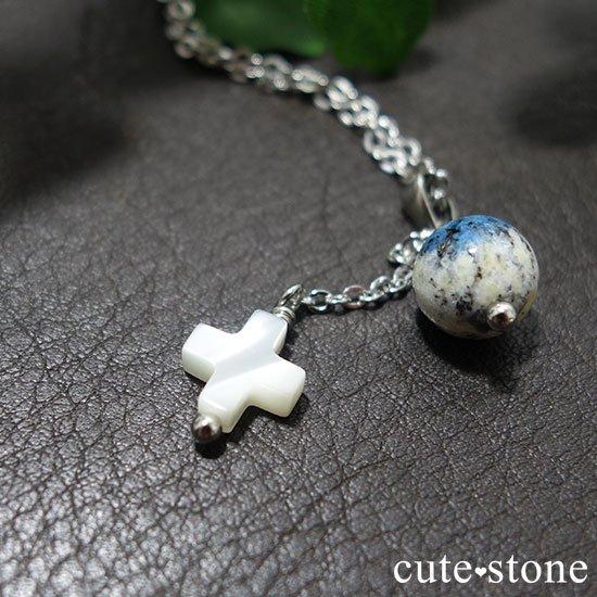 K2アズライトとマザーオブパールを使ったクロスモチーフのペンダントトップの写真2 cute stone