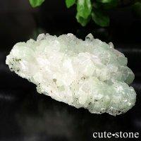 プレナイトと水晶の原石の画像