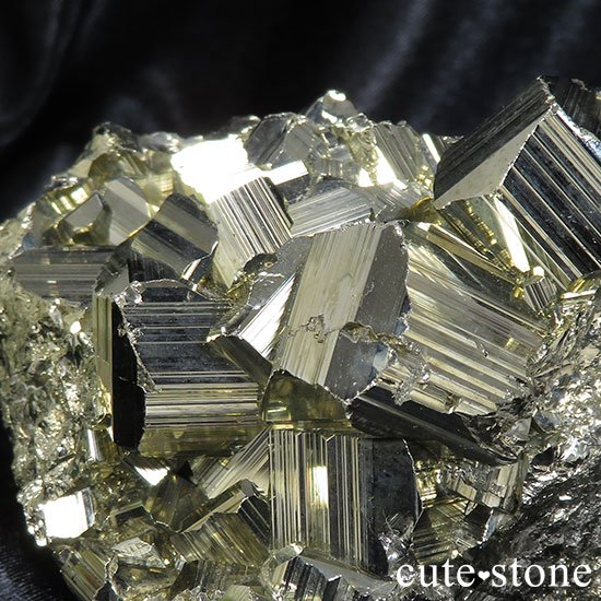 ペルー ワンサラ鉱山産 パイライトのクラスターの写真3 cute stone