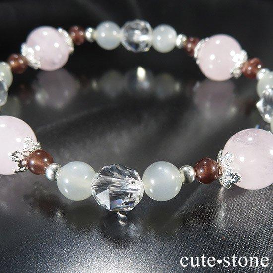 【淡色小町】モルガナイト グレームーンストーン レッドスキャポライトのブレスレットの写真1 cute stone