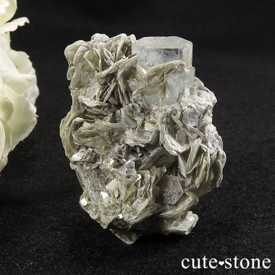 パキスタン産アクアマリンの母岩付き原石 50gの写真1 cute stone