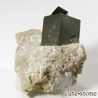 パイライトの母岩付き原石(キュービックパイライト) 33gの画像