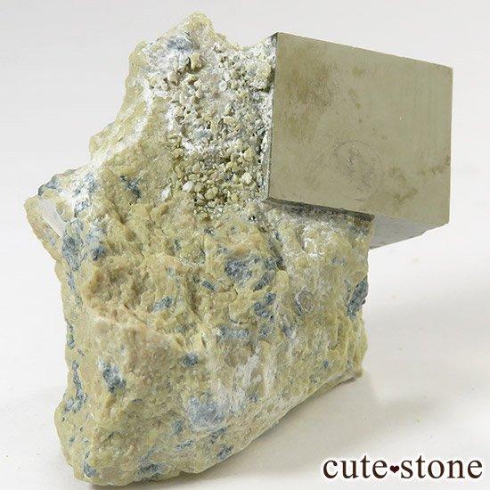 パイライトの母岩付き原石(キュービックパイライト) 43gの写真1 cute stone