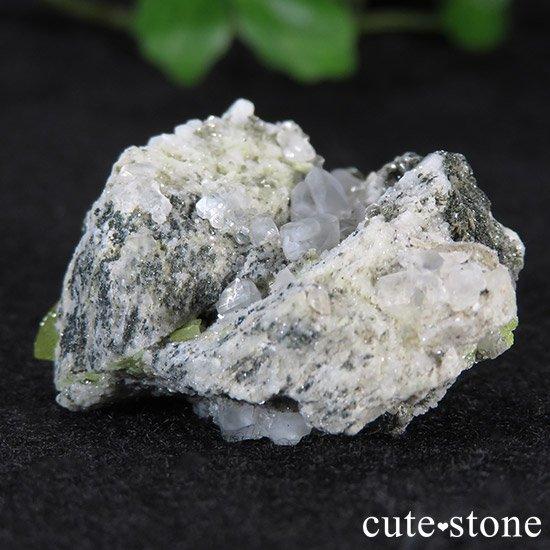 スフェーンの母岩付き原石 14.9g の写真2 cute stone
