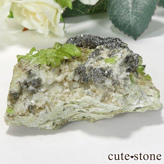 パキスタン スカルドゥ産 スフェーンの母岩付き原石 60gの写真0 cute stone