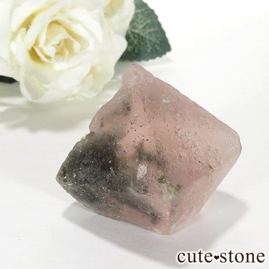 ピンクフローライト(内モンゴル産)の八面体結晶(原石) 70gの写真0 cute stone
