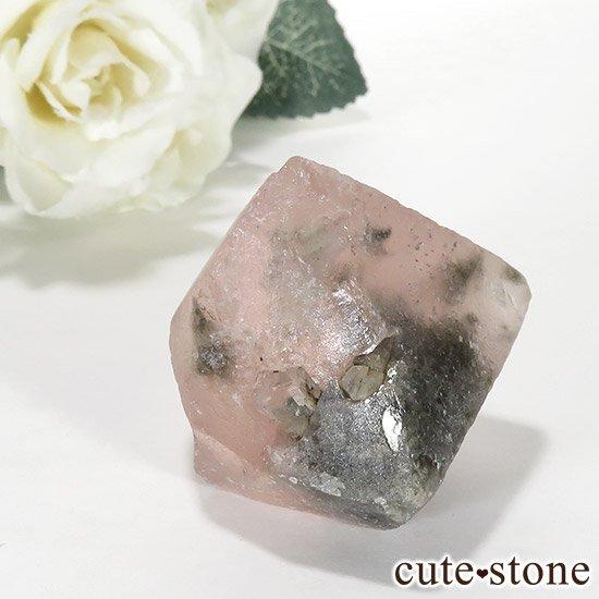 ピンクフローライト(内モンゴル産)の八面体結晶(原石) 70gの写真1 cute stone