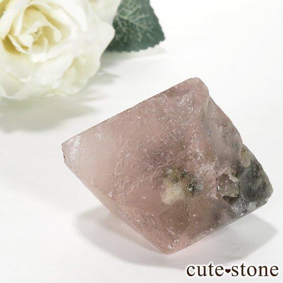 ピンクフローライト(内モンゴル産)の八面体結晶(原石) 70gの写真2 cute stone