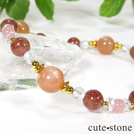 【Total Lunar Eclipse】 オレンジムーンストーン モスコバイト グァバクォーツのブレスレットの写真1 cute stone
