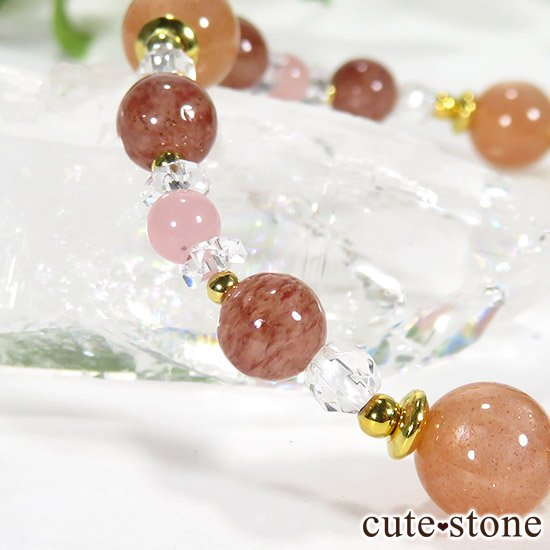 【Total Lunar Eclipse】 オレンジムーンストーン モスコバイト グァバクォーツのブレスレットの写真2 cute stone