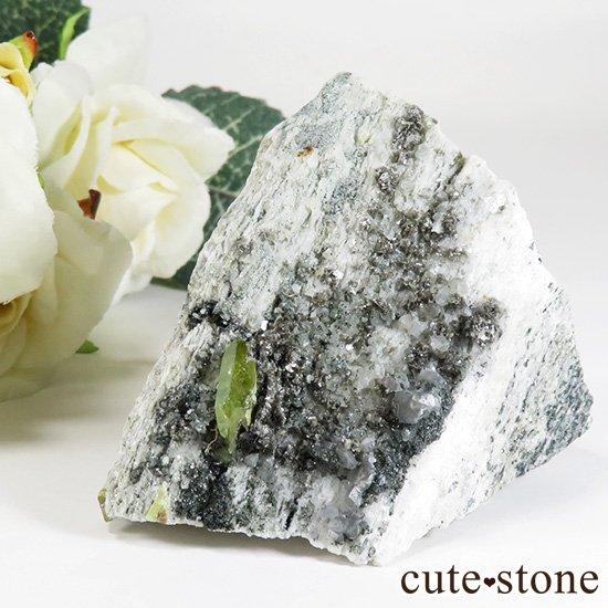 パキスタン スカルドゥ産 スフェーンの母岩付き原石 75gの写真1 cute stone