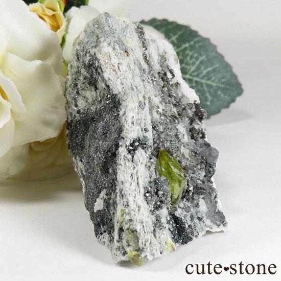パキスタン スカルドゥ産 スフェーンの母岩付き原石 75gの写真2 cute stone