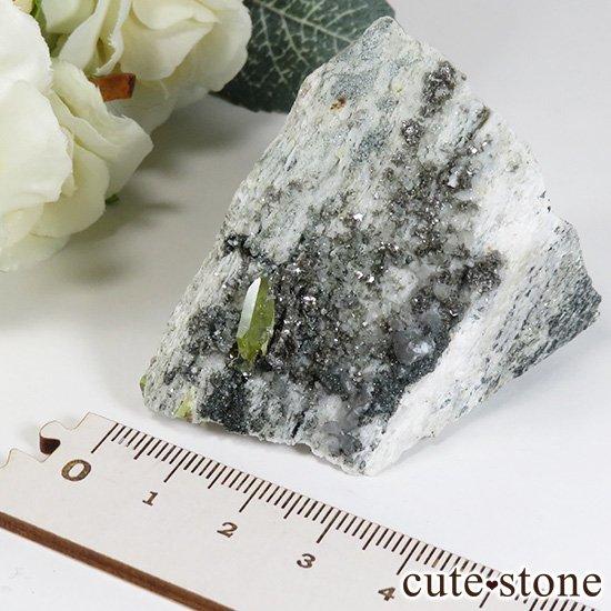 パキスタン スカルドゥ産 スフェーンの母岩付き原石 75gの写真4 cute stone