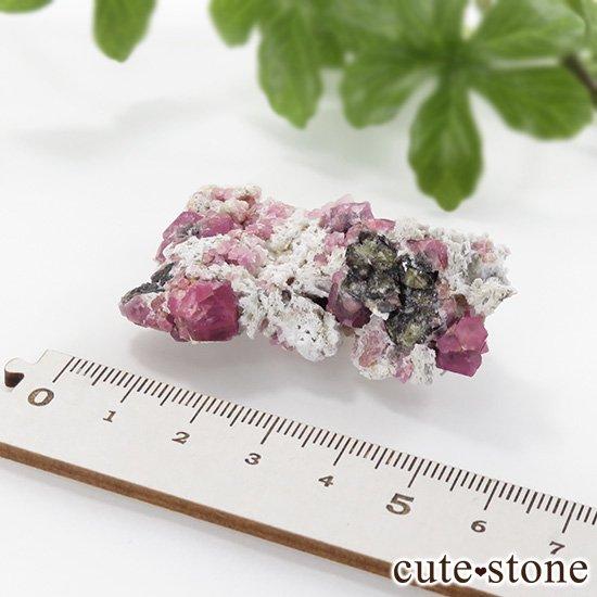 ラズベリーガーネット(灰礬柘榴石)の原石(鉱物標本)25.4gの写真6 cute stone