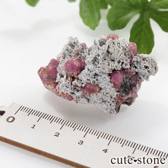 ラズベリーガーネット(灰礬柘榴石)の原石(鉱物標本)25.9gの写真5 cute stone