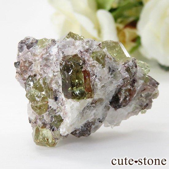メキシコ産 フルオロアパタイトの母岩付き結晶(原石)28gの写真1 cute stone