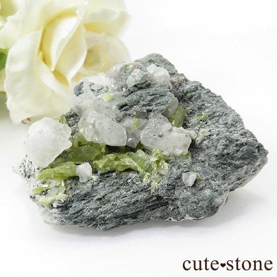 パキスタン スカルドゥ産 スフェーンの母岩付き原石 62g
