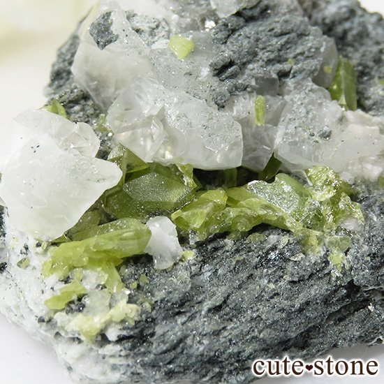 パキスタン スカルドゥ産 スフェーンの母岩付き原石 62gの写真0 cute stone