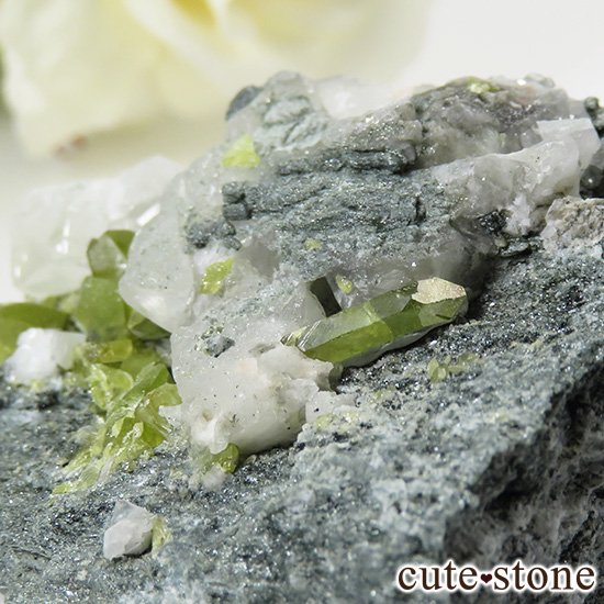 パキスタン スカルドゥ産 スフェーンの母岩付き原石 62gの写真3 cute stone