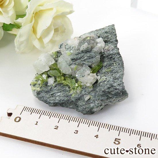 パキスタン スカルドゥ産 スフェーンの母岩付き原石 62gの写真5 cute stone