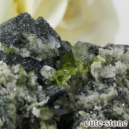 パキスタン スカルドゥ産 スフェーンの母岩付き原石 36gの写真2 cute stone