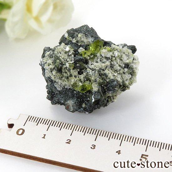 パキスタン スカルドゥ産 スフェーンの母岩付き原石 36gの写真6 cute stone