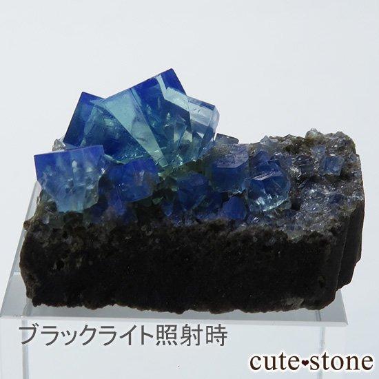 イングランド ロジャリー鉱山産 蛍光フローライトの母岩付き結晶(原石)10.7gの写真0 cute stone