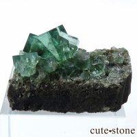 イングランド ロジャリー鉱山産 蛍光フローライトの母岩付き結晶(原石)10.7gの画像