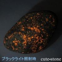 今話題の石!ミシガン州産 ユーパーライトの原石 90gの画像