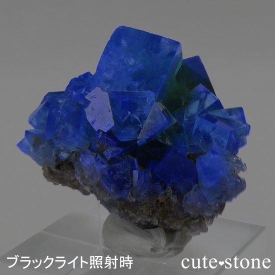 イングランド ロジャリー鉱山産 蛍光フローライトの母岩付き結晶(原石)22gの写真2 cute stone