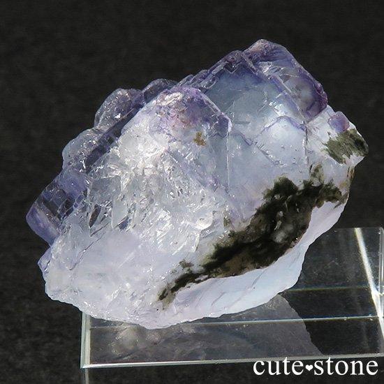 ヤオガンシャン産 ブルーフローライトの母岩付き結晶(原石)26gの写真1 cute stone