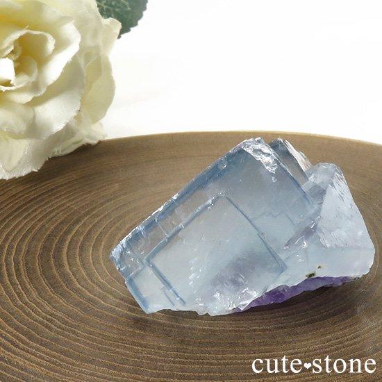 ヤオガンシャン産 ブルーフローライトの母岩付き結晶(原石)40gの写真1 cute stone
