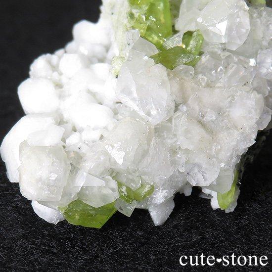パキスタン スカルドゥ産 スフェーンの母岩付き原石 38gの写真1 cute stone