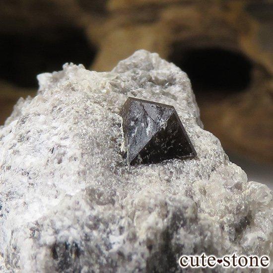 スペイン産 高温型モリオン(黒水晶・カンゴーム)の母岩付き原石 13.7gの写真0 cute stone