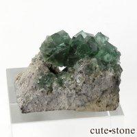 イングランド ロジャリー鉱山産 蛍光フローライトの母岩付き結晶(原石)13gの画像