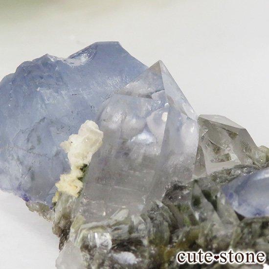 ヤオガンシャン産 フローライト(蛍石) &水晶の共生標本 28gの写真1 cute stone